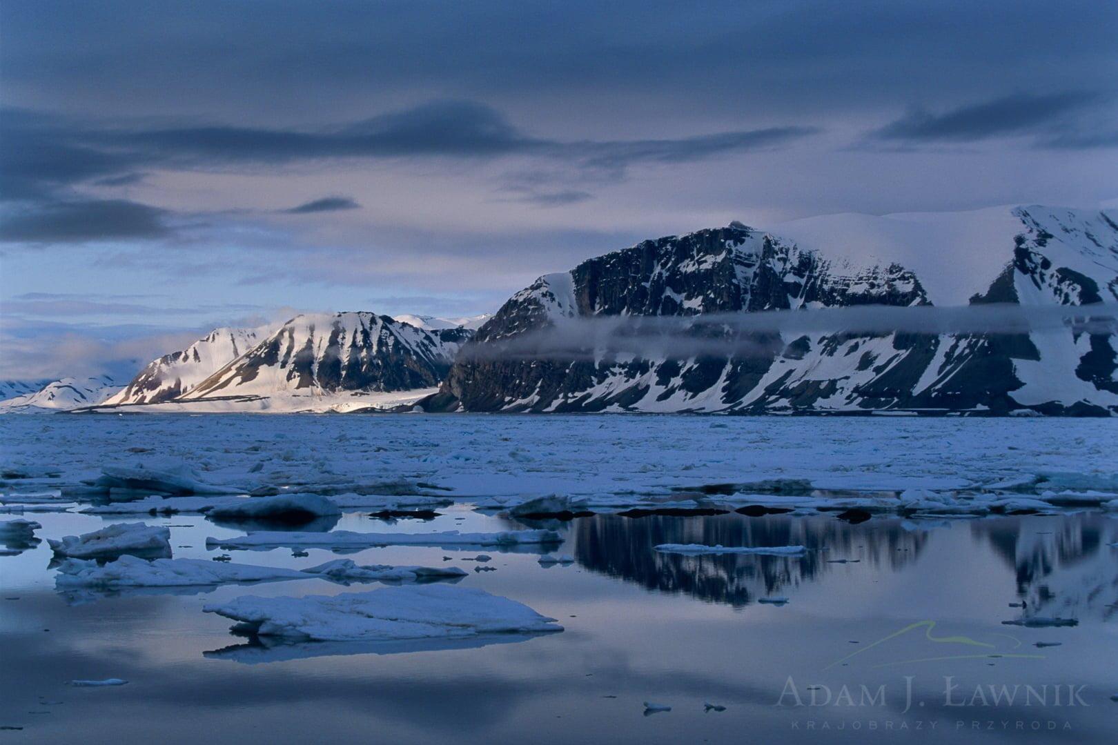 Spitsbergen, Arctic 0606-02925P