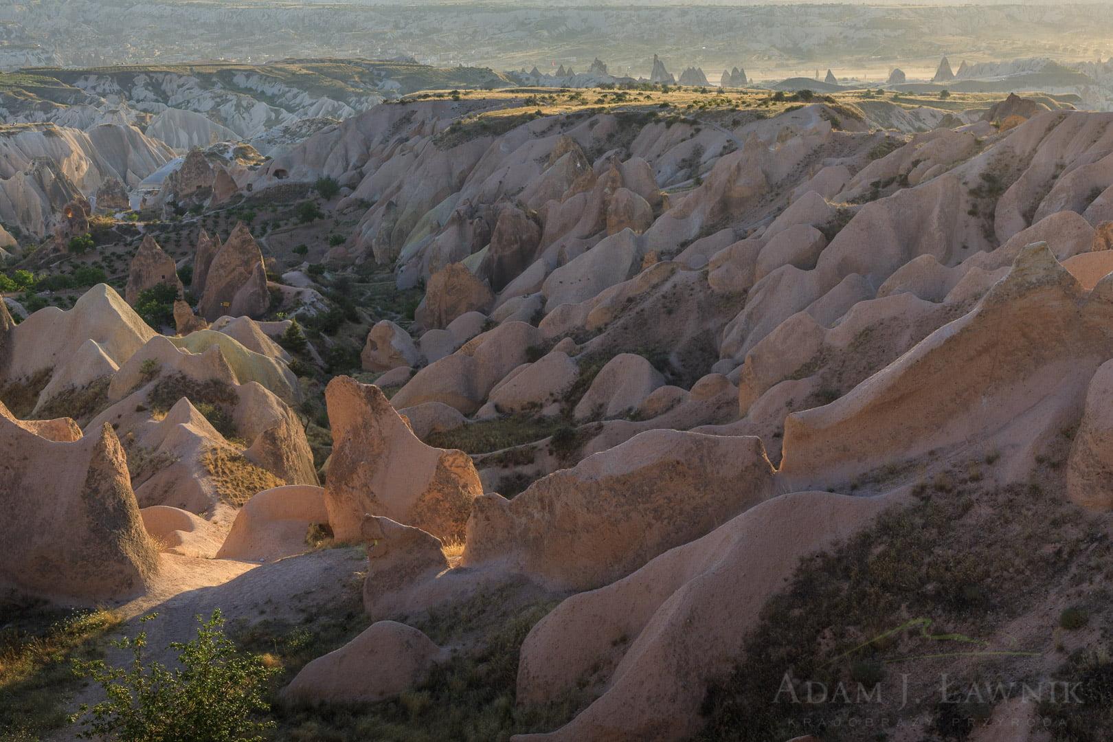 Dolina Kizilcukur w Parku Narodowym Göreme w Kapadocji